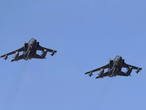 Aviões de guerra britânicos retornam a base em Chipre após participarem de missão na Síria nesta quinta-feira (3) (Foto: Darren Staples/Reuters)