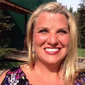 Lisa Pleiss afirmou que se sentiu 'violada' ao observar drone na janela de seu apartamento no 26º andar enquanto se trocava (Foto: Reprodução/Facebook/Lisa Pleiss)