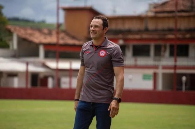 Bruno Pivetti deve ser o novo técnico do CSA — Foto: Victor Souza/Tombense