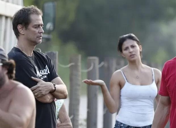Carolina se incomoda com o assédio na hora do acidente (Foto: Ag News)