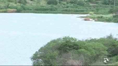 Resultado de imagem para Barragem do Sertão de Pernambuco volta a acumular água após seis ano