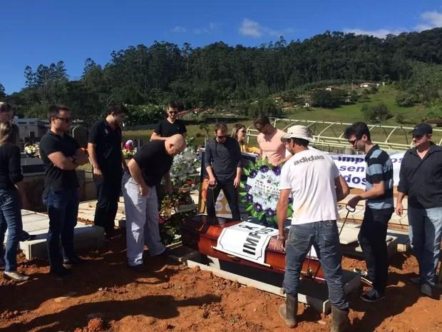 Jovens empresários enterraram imposto no Norte de SC (Foto: Cinthia Raasch/RBS TV)