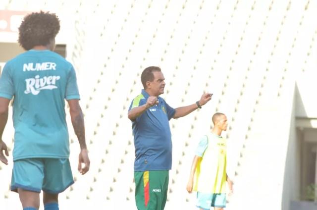 Diá tem iniciado montagem do time para enfrentar o Fortaleza (Foto: Sampaio / Divulgação)