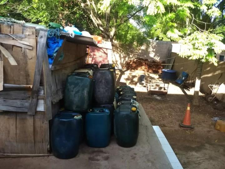 Ação em cidade de MS resultou na apreensão de 900 litros de combustível  — Foto: Polícia Federal/Divulgação