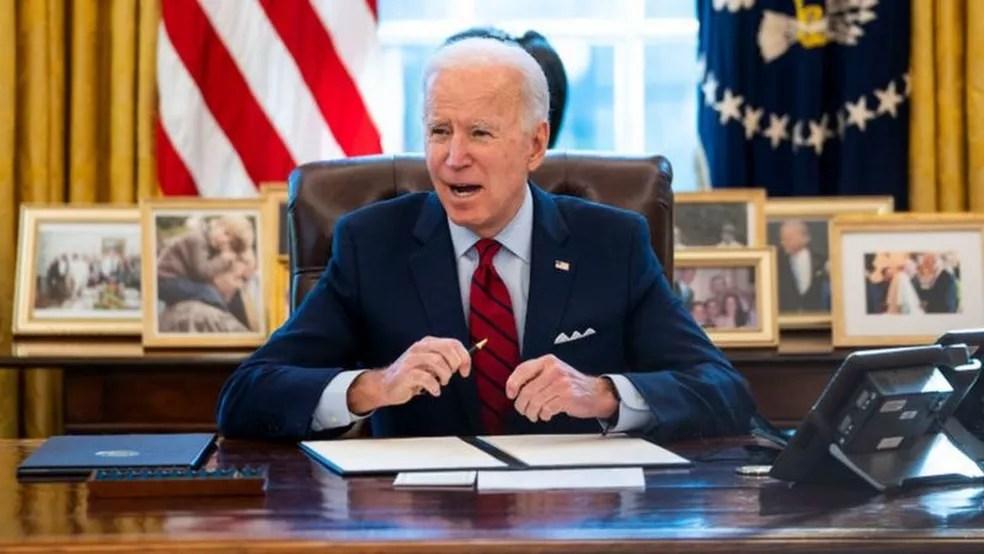 Governo Biden está sob pressão para ceder excedente de vacinas dos EUA — Foto: Getty Images/BBC