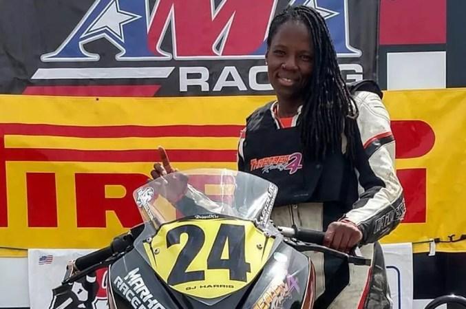 Joi Harris foi a primeira mulher negra a se tornar piloto profissional de motociclismo nos Estados Unidos (Foto: Reprodução/Instagram/sj24_sidewayz)