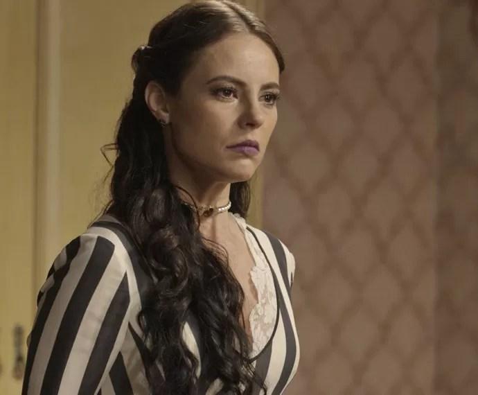 Melissa provoca Lívia e é expulsa do quarto da ex-noviça (Foto: TV Globo)