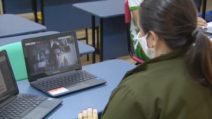 Escolas particulares de Manaus funcionam em sistema híbrido, com aulas presenciais e on-line ao mesmo tempo — Foto: Reprodução/Rede Amazônica