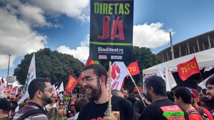 Manifestante que veio do Paraná e pede eleições diretas (Foto: Beatriz Pataro)