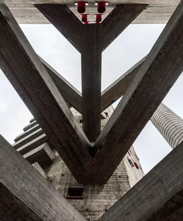 SESC Pompeia, de Lina Bo Bardi, em São Paulo (Foto: Leonardo Finotti/ Acervo CA)