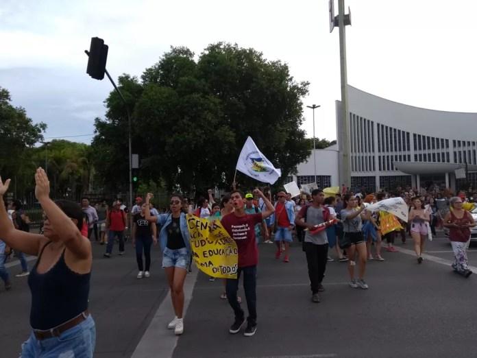 Boa Vista, 16h30: Manifestantes chegam ao Centro da capital — Foto: Fabrício Araújo/G1 RR