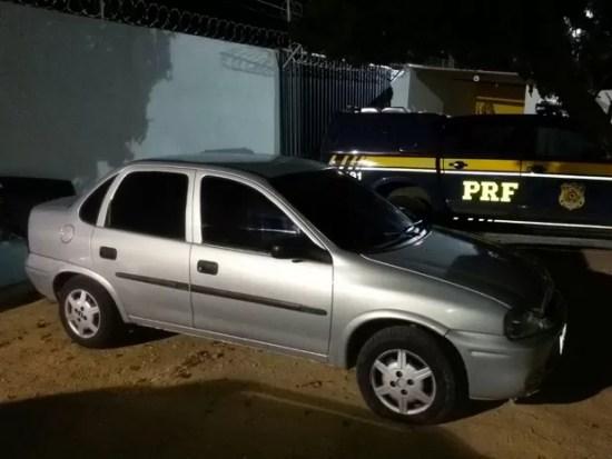 Carro foi roubado em Fortaleza (Foto: Divulgação/PRF)