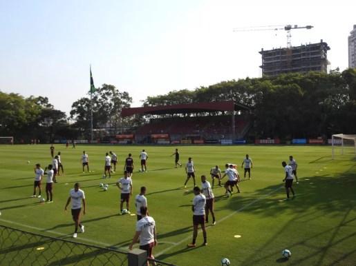 Jogadores e departamento de futebol do São Paulo tiveram palestra motivacional nesta sexta-feira (Foto: Marcelo Hazan)
