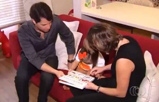 Pais de menina com síndrome de Down criaram grupo para conscientizar famílias (Foto: Reprodução/TV Anhnaguera)