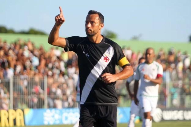 Nenê em sua última partida pelo Vasco: gol na derrota para a Cabofriense (Foto: Paulo Fernandes/Vasco)