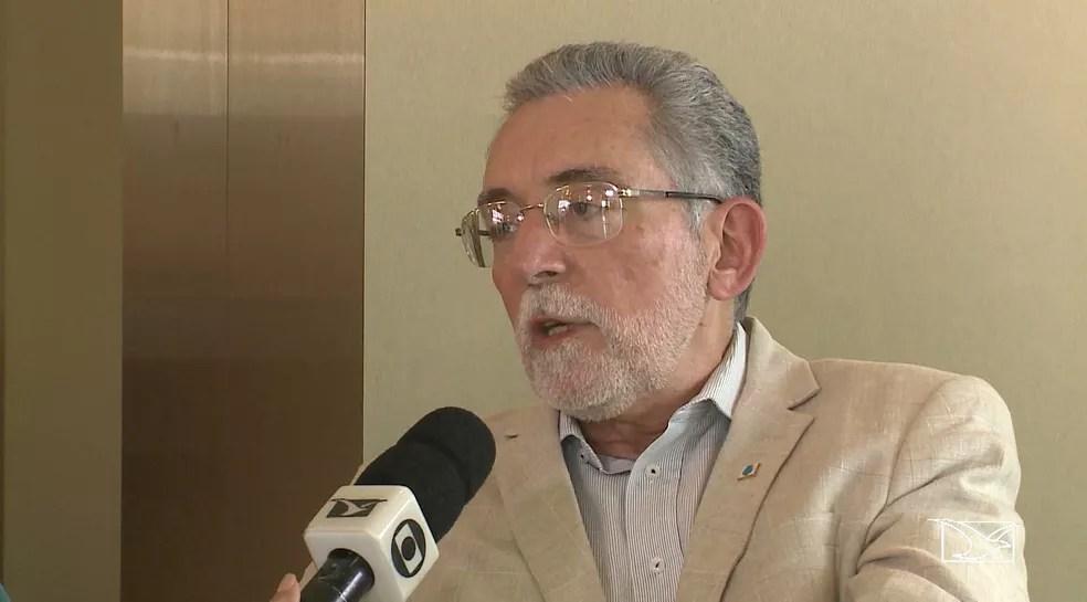 Economista José Cursino Raposo comenta que uma política de compensação de impostos pode ter causado o aumento do preço da gasolina no Maranhão (Foto: Reprodução/TV Mirante)