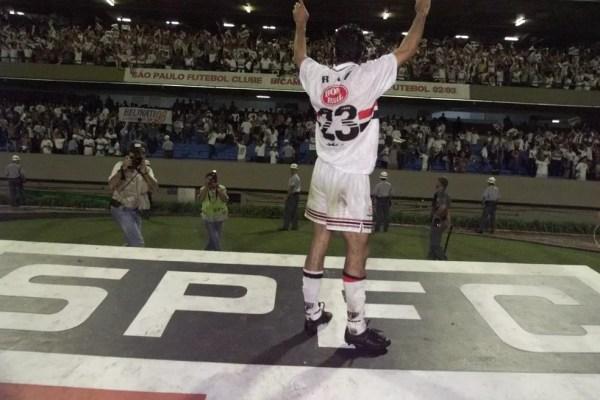 Raí levou o São Paulo ao título de campeão paulista em 1998 — Foto: Estadão Conteúdo
