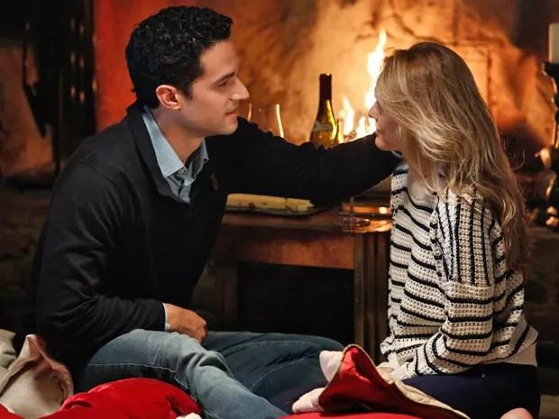 Edgar pede uma chance para Júlia (Foto: Fábio Rocha/Gshow)