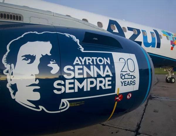 Na turbina do avião, há um selo com o rosto do piloto. (Foto: Divulgação/Azul)
