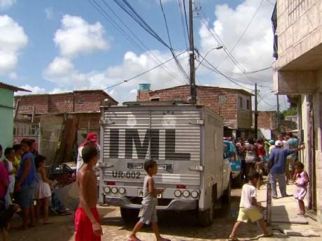 Crime foi cometido na Vila Tamandaré, no Recife, no dia 22 de dezembro de 2014 (Foto: Reprodução/TV Globo)