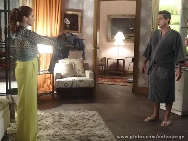 Helô manda Stenio embora (Foto: Salve Jorge/TV Globo)
