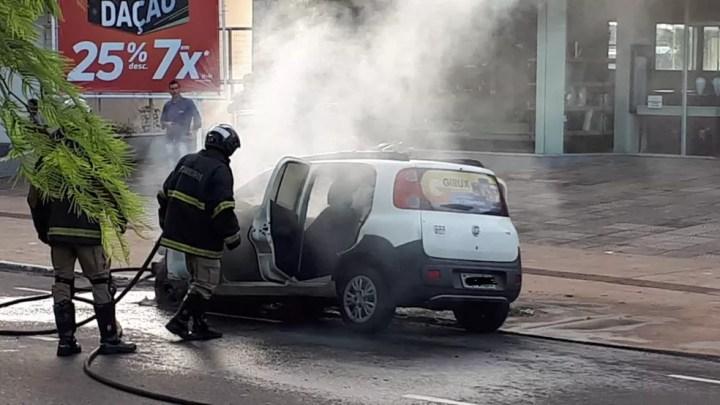 Bombeiros finalizam trabalho de combate ao incêndio em MS — Foto: Henrique Shuto/TV Morena