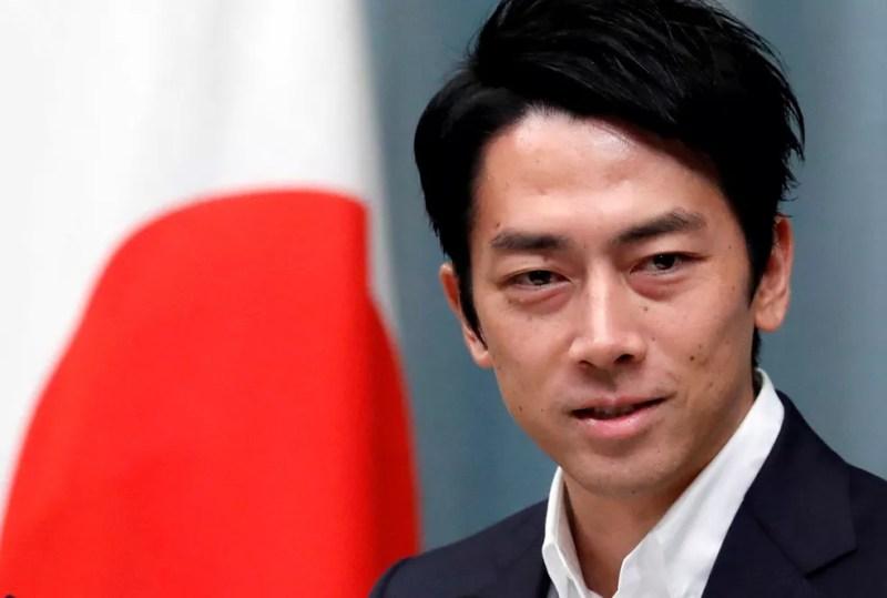 Ministro do Meio Ambiente do Japão, Shinjiro Koizumi, participa de coletiva de imprensa na residência oficial de do premiê, Shinzo Abe, em 11 de setembro de 2019  — Foto: Issei Kato/ Reuters