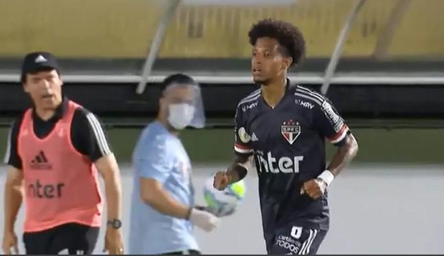 Fernando Diniz xinga Tchê Tchê durante jogo contra o Bragantino — Foto: Reprodução