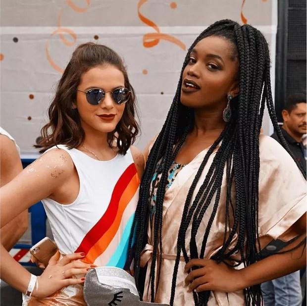 Bruna Marquezine e Iza (Foto: Reprodução/Instagram)