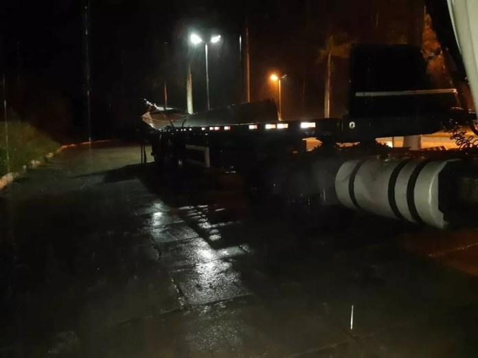 Segundo PRF, chovia e a pista estava molhada no momento do acidente. — Foto: Polícia Rodoviária Federal (PRF) / Divulgação