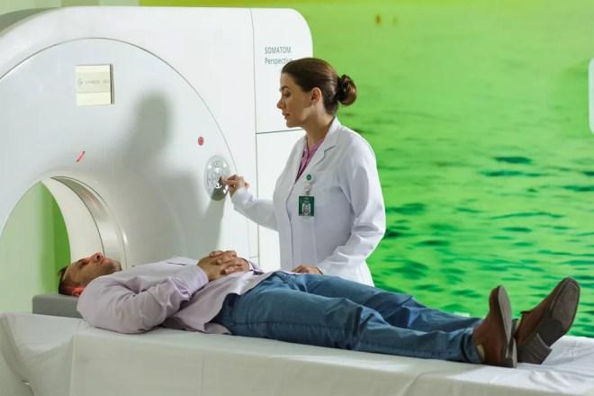 Paciente pode realizar a tomografia de crânio no próprio hospital da Unimed Rio Preto — Foto: Unimed Rio Preto/Divulgação