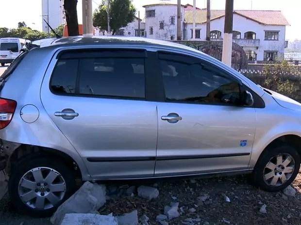 Acidente na Curva do Saldanha, em Vitória (Foto: Reprodução/ TV Gazeta)