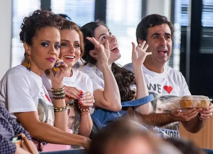 Hugo leva os quitutes do Flor do Lácio para plateia do concurso Garota Totalmente D+ (Foto: Artur Meninea / Gshow)