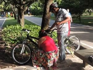 A bicicleta nova de Milton tem dois pedais, dois quadros e dois guidãos. (Foto: Lorena Aquino/G1)
