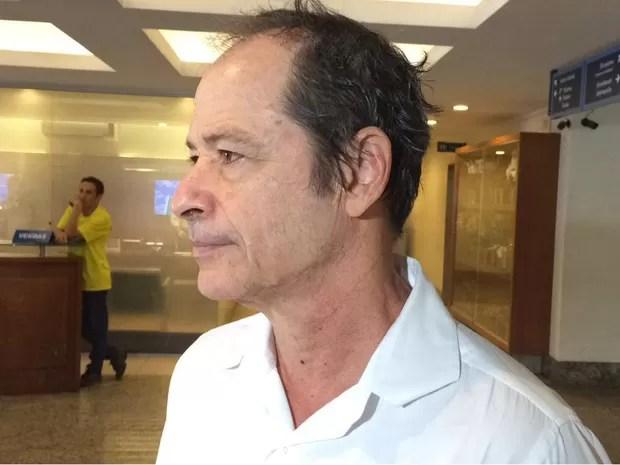 Guel Arraes comparece ao velório do jornalista Geneton de Moraes Neto (Foto: Fernanda Rouvenat / G1)