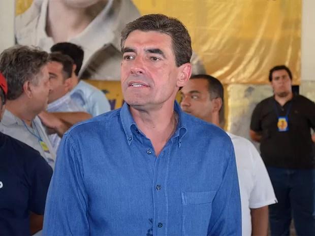 Duarte Nogueira acompanha a apuração dos votos em Ribeirão Preto, SP (Foto: Eduardo Guidini/G1)