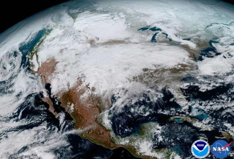 Grande tempestade se formando nos Estados Unidos (FOTO: NASA/ NOAA)