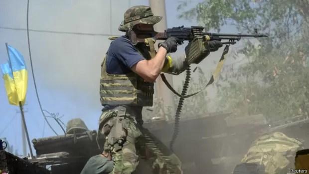 Tropas ucranianas têm sofrido derrotas com o avanço de rebeldes separatistas (Foto: Reuters)