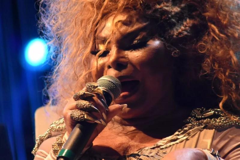 Elza Soares vai se apresentar no Palco Brasil, no dia 20 de outubro, na 1ª Oktoberfest Rio — Foto: Ingrid Anne/Manauscult