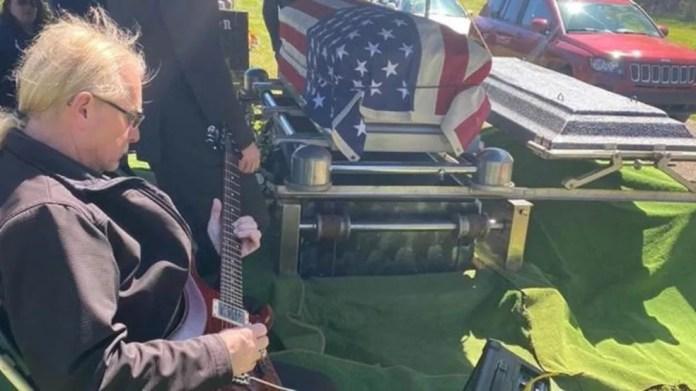 Funeral do pastor foi bastante restrito e família pretende fazer um velório maior quando crise do coronavírus passar — Foto: Arquivo pessoal