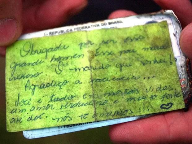 Bilhete encontrado nos documentos do co-piloto Fernando Bondezan Albuquerque  (Foto: Assis Cavalcante / Agência BOM DIA)