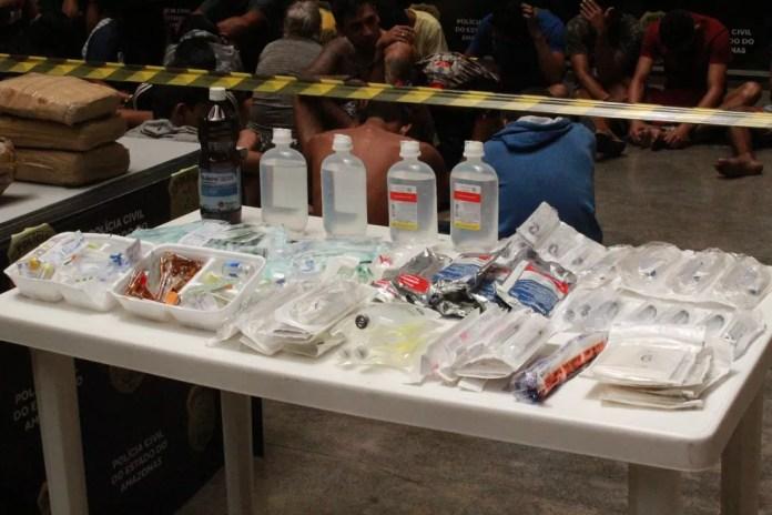 Material apreendidos no local  — Foto: Eliana Nascimento/G1 AM
