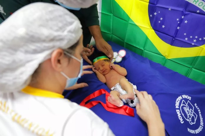 Bebês internados em maternidade de Manaus ganham ensaio fotográfico com tema Olimpíadas. — Foto: Dyheniver Gomes/Divulgação