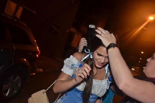 Bruna Marquezine deixa aniversário de Thiaguinho em São Paulo (Foto: Thiago)
