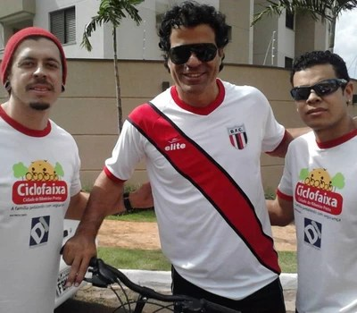 Com a camisa do Botafogo, Raí é tietado na ciclofaixa de Ribeirão Preto (Foto: Dilvulgação / Arquivo pessoal)