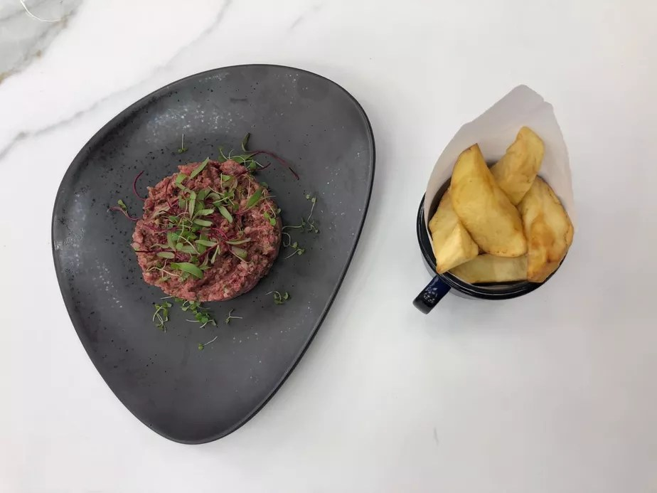 Steak Tartare com Batata Frita