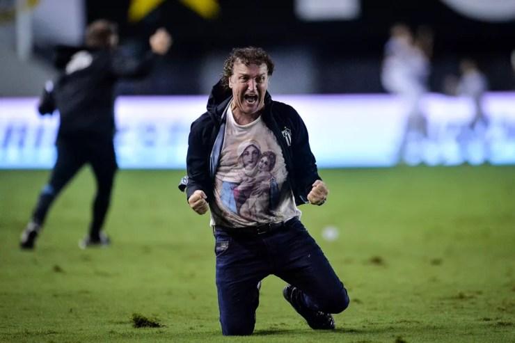 Cuca, técnico do Santos, comemora vaga nas semifinais da Libertadores — Foto: Staff Images / CONMEBOL