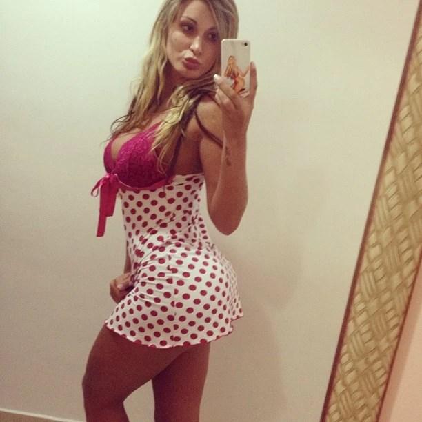 Andressa Urach posta foto de camisola 'esperando o Papai Noel' (Foto: Instagram)