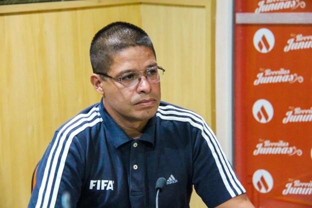 Francisco Carlos do Nascimento, árbitro — Foto: Denison Roma/GloboEsporte.com