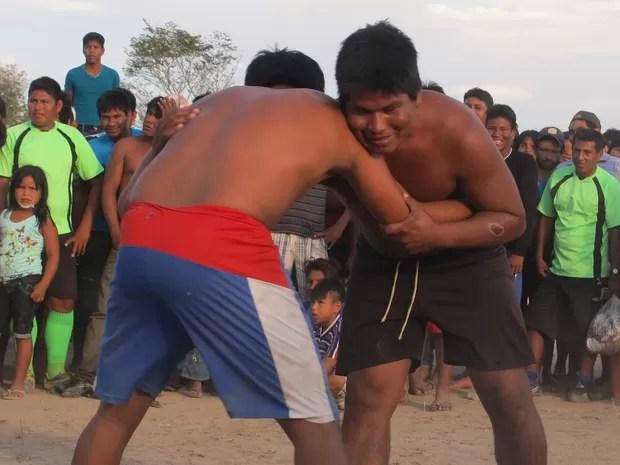 Modalidade de luta corporal também foi incentivada durante evento na aldeia Txuiri, na Ilha do Bananal  (Foto: Elisangela Farias/G1)